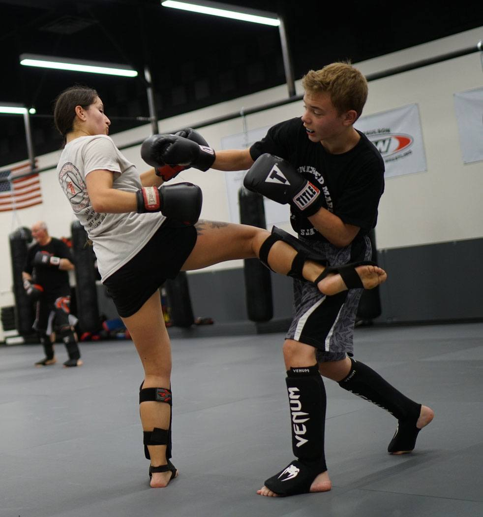 2 people kickboxing